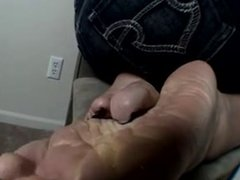 Mature wrinkled soles tease