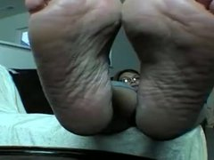 Mature wide wrinkled soles tease