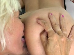 Mature mom takes bath with her young lesbian lover
