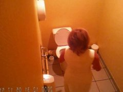 Beurette blonde mature toilets