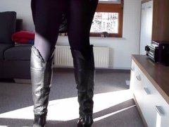 Crossdresser in Kneeboots and Pantyhose