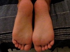 Rita's extreme soft wrinkled soles.