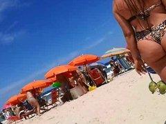 Gostosa cavala na praia