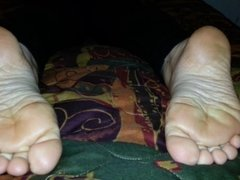 Abbey shows her soles and wrinkles for first time