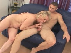 Blonde BBW-Granny fucked by younger Bodybuilder