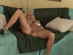 Bottle blonde MILF with tattoos strip and play