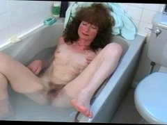 Hairy mature fingering her hairy pussy in the bath