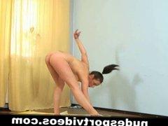 Amateur babe dances nude