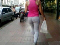 seguimiento a la moza en calzas!!!