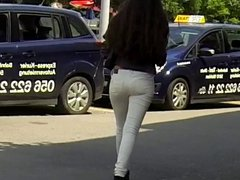 Candid - Hot Teen In Tight Jeans