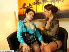 Gloryhole babe sprayed while licking