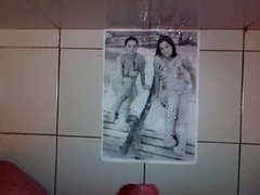 Cum tribute on two busty girls in bikini (14 spurts)