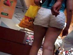 Ricas nalgas en el shopping