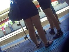 novinhas delicias de vestidinho no trem parte 2
