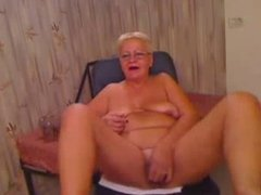 Stolen video of my old mum having fun on web cam. Great !