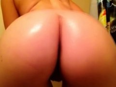 Fingering my oiled ass