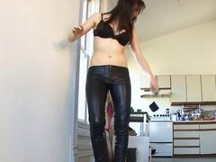 mistress use maid for her foot