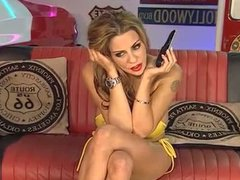 Linsey DM at RLC Diner in yellow heels