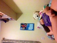 batendo uma siririca na webcam