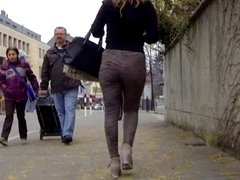 Candid - Nice Bouncing Ass In Tight Leggings