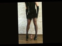 Leather clothed amateur tranny masturbate on the dildo