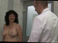 Madura con grandes senos operada