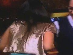 Mujer hermosa en programa de tele