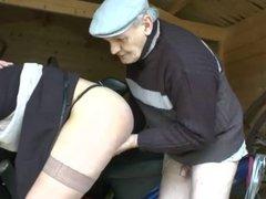 cindy preter par son petit ami au papi du coin