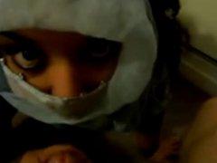 2012-04-03- Je joui sur son foulard...