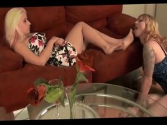 mistress use her lesbian feet slave