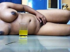 Hot Indian Girl expose her Huge Boobs , hiry Pussy