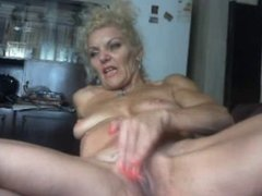 Older MILF plays with self on cam