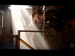 Jennifer Aniston dancing