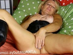 Blonde MILF Nicole gets off with her fingers