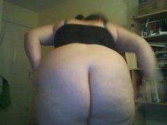 Chubby teen shows off her lovely ass & masturbate