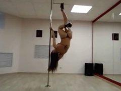 Pole Dancing hot en el salon