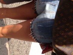 Latina in daisy dukes sexy legs
