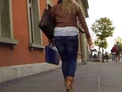 Candid - Blonde Babe In Tight Jeans With Sexy Ass