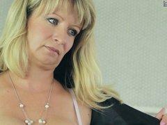Beautiful and gorgeous amateur mother masturbating