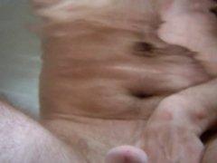 Unter Wasser - wichsen in der Badewanne