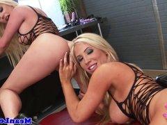 Two lezdom blondes make brunette please them