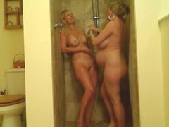 Busty Preganant and Skinny Teen in Shower - negrofloripa