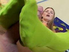 Babe in colorful green leggins giving footjob
