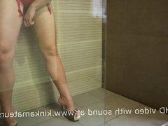 amateur girl fuck her dildo in shower