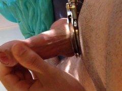 In Handschellen abgespritzt