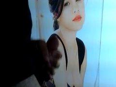 Selena Gomez Gets a Facial