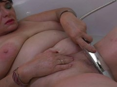 Amateur mature mother masturbate in bath