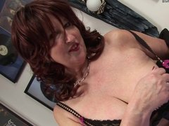 Ugly mature whore hungry for a good fuck