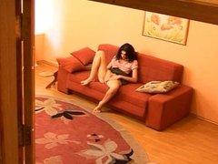 jugando en el sofa