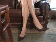 Dominant Dixie Dame shows off her Big Nordic-Western Feet